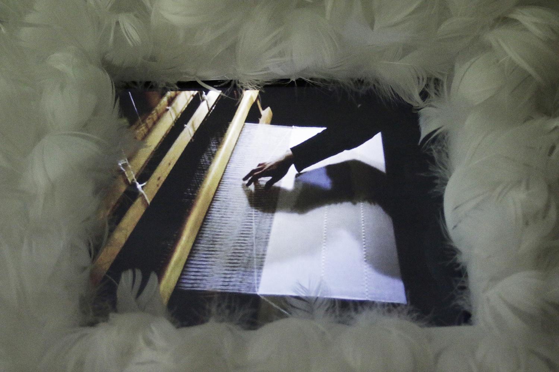 Eksperyment z tkaniną w Galerii Kordegarda.