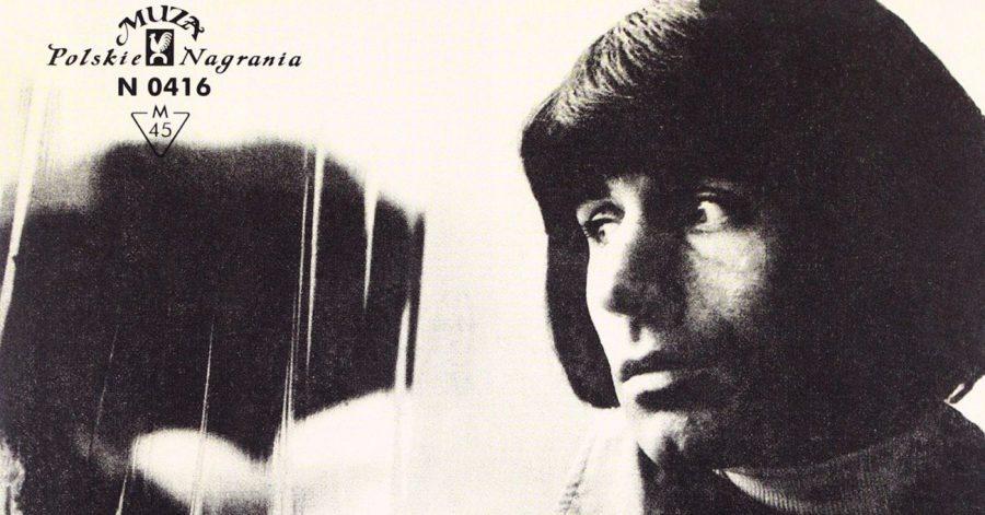 Okładka albumu przedstawia artystę, ustawionego profilem. Przód jego twarzy jest rozświetlony, a bok ukryty w cieniu.