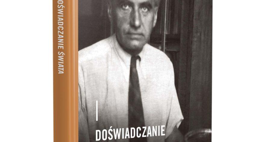 """Książka """"Doświadczanie świata – eseje o myśli Romana Ingardena"""". Na okładce zdjęcie autora esejów, który siedzi przy maszynie do pisania."""