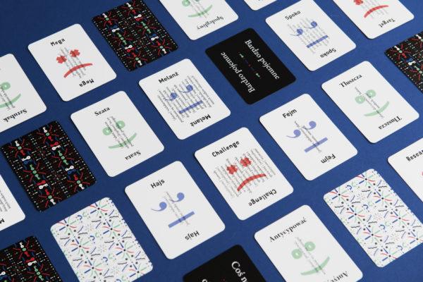 Karty do gry planszowej.