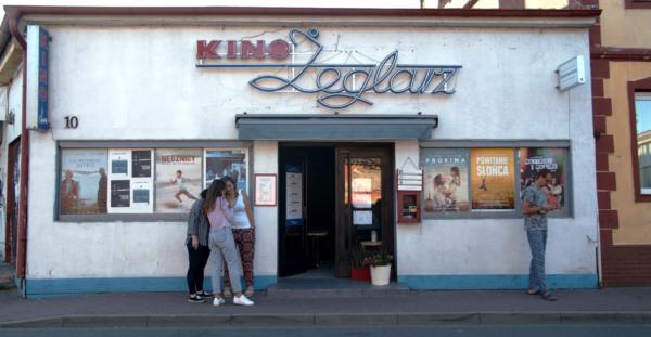 Frontowa ściana kina Żeglarz.