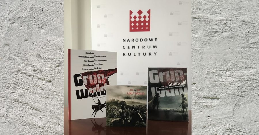 Nagrody konkursowe, książka i dwie płyty o tematyce bitwy pod Grunwaldem